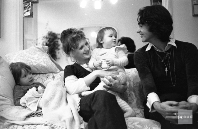 0001326_ossie_clark_with_family
